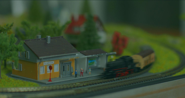 The Present Finder - Train - OLCO Studios